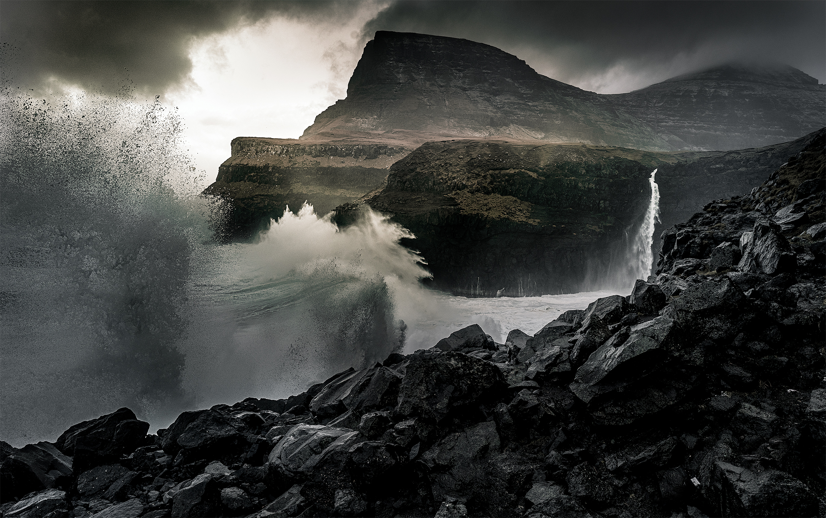 Faroe_Storm-Crashing-Waves-2700i